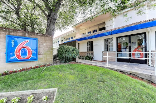 Motel 6 Hotels: Book Motel 6 Hotel Rooms & Suites in Vallejo ...