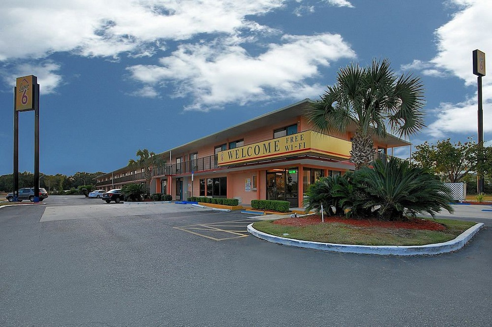 Super 6 Inn & Suites in Pensacola, FL | Expedia