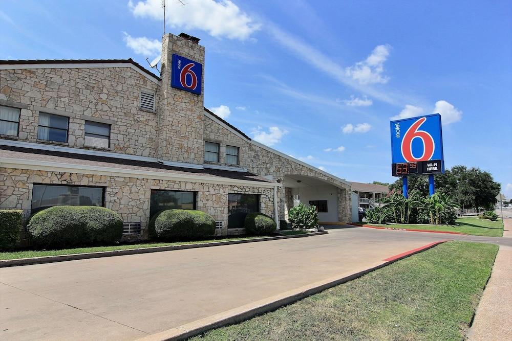 Motel 6 Austin Central South Univ Of Tx