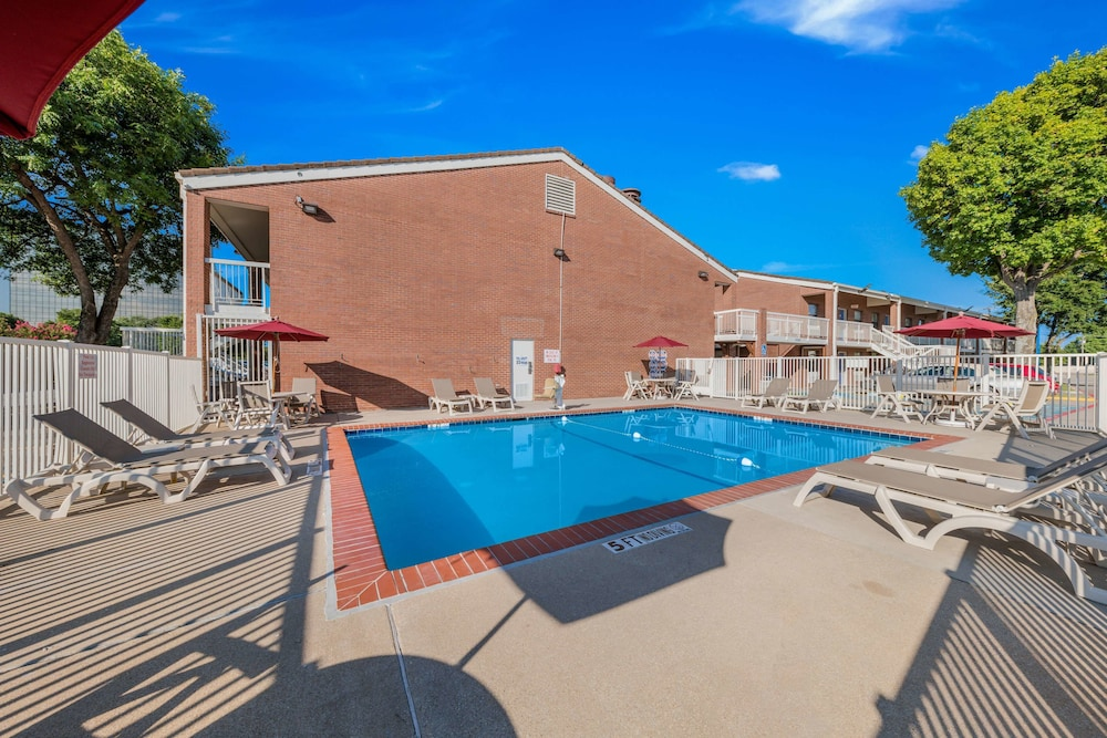 Pool, Motel 6 Plano, TX - Plano Northeast