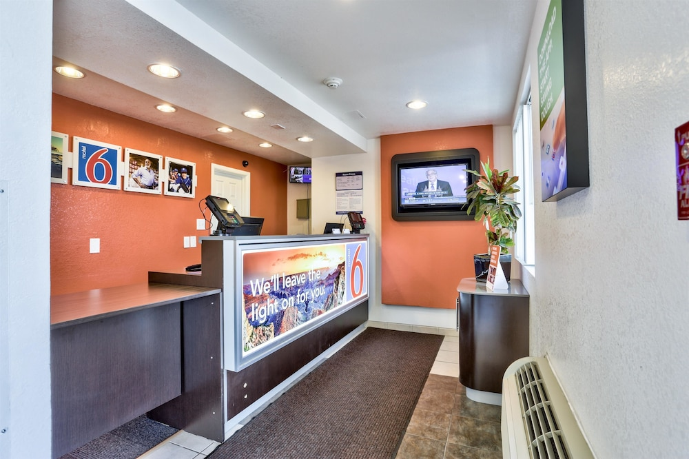 Lobby, Motel 6 Flagstaff, AZ - East