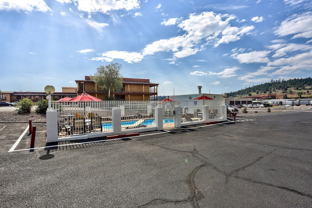Pool, Motel 6 Flagstaff, AZ - East