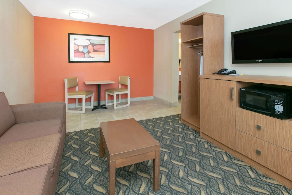 Room Amenity, Days Inn & Suites by Wyndham Arlington Near Six Flags