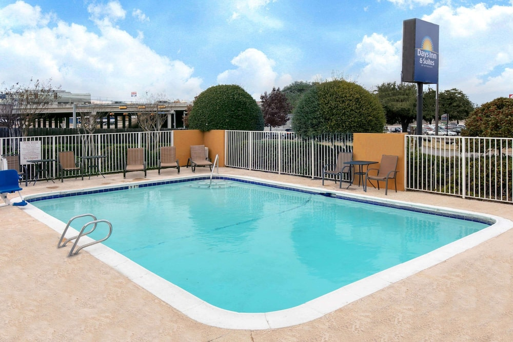 Pool, Days Inn & Suites by Wyndham Arlington Near Six Flags