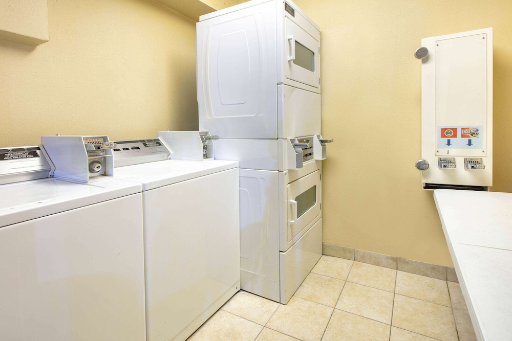 Laundry Room, Days Inn & Suites by Wyndham Arlington Near Six Flags