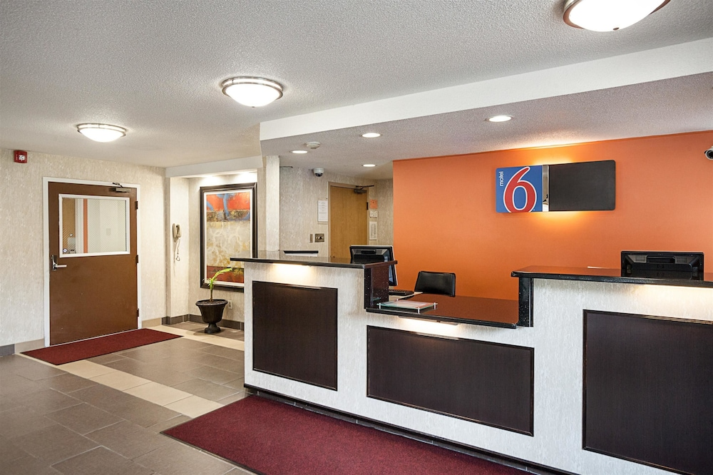 Reception, Motel 6 Binghamton, NY