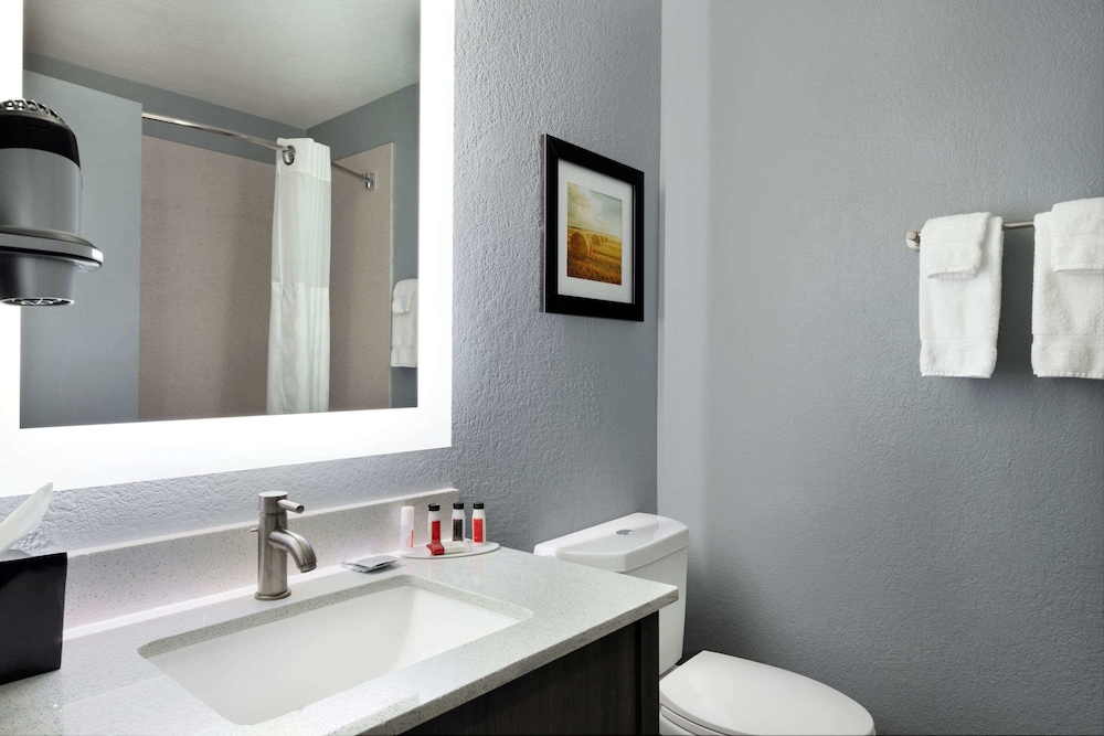 Bathroom, Baymont by Wyndham Shawnee