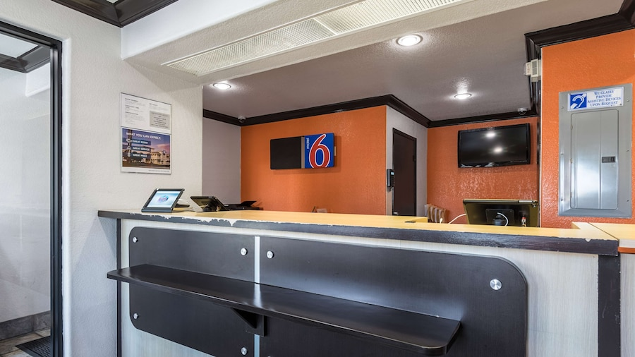 Motel 6 Riverside, CA - UCR East