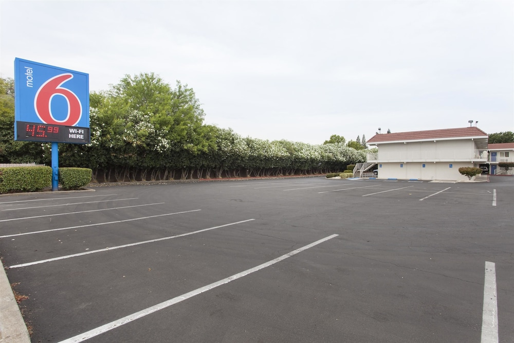 Front of Property, Motel 6 Rancho Cordova, CA - Rancho Cordova East