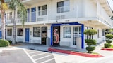 Motel 6 Bakersfield Convention Center - Bakersfield Hotels