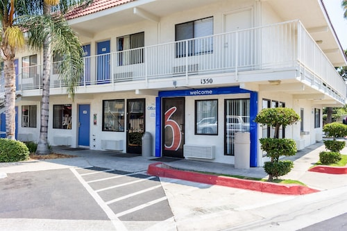 Motel 6 Bakersfield, CA - Convention Center