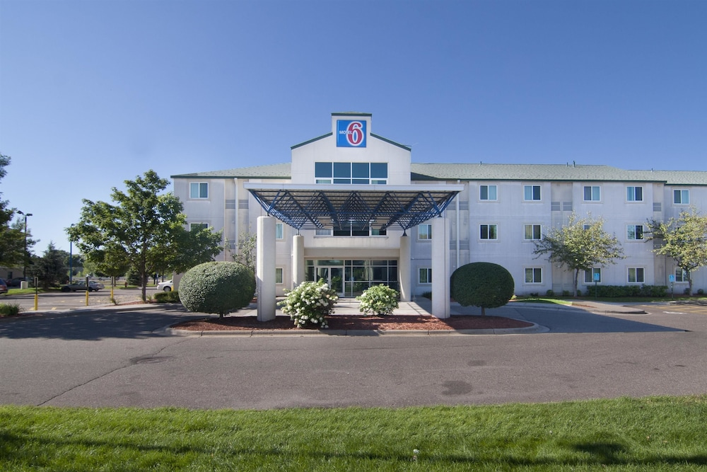 Front of Property, Motel 6 Brooklyn Center, MN - Minneapolis