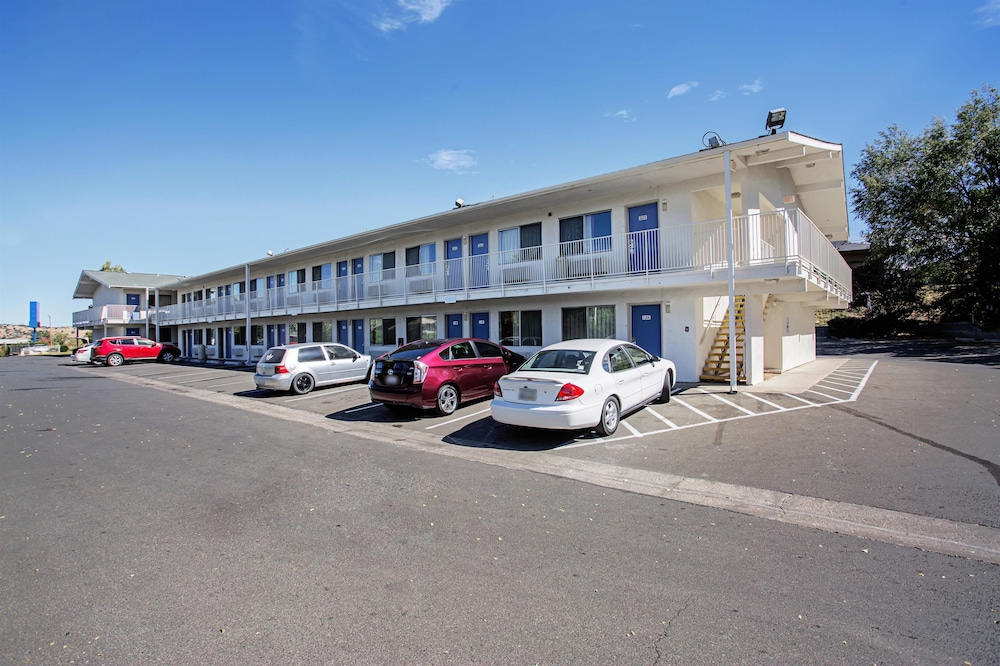 Front of Property, Motel 6 Prescott, AZ