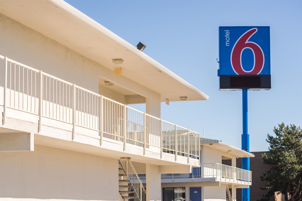 Front of Property, Motel 6 Reno, NV - West