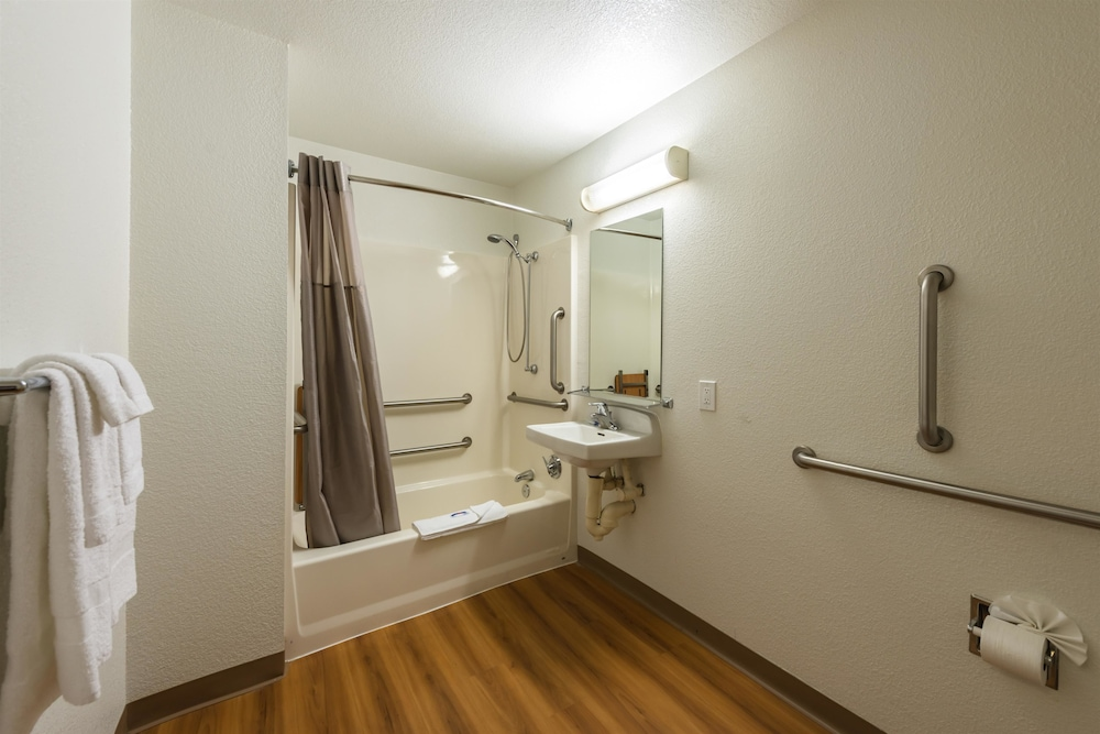 Bathroom, Motel 6 Reno, NV - West