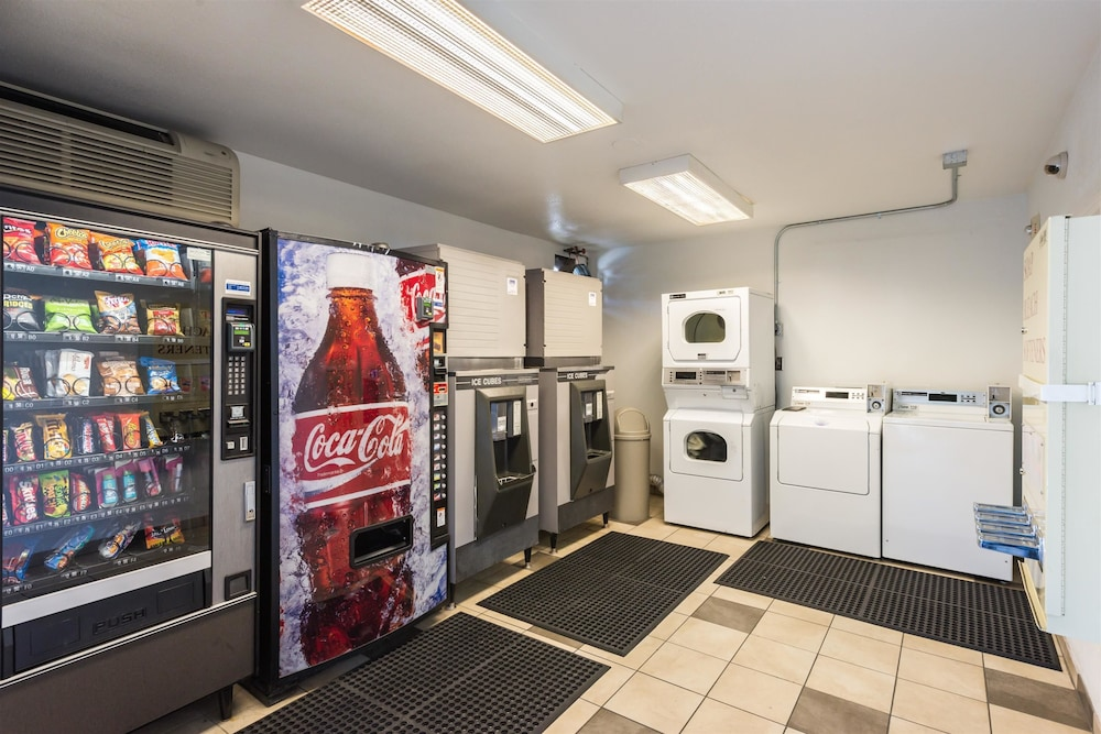 Laundry Room, Motel 6 Reno, NV - West