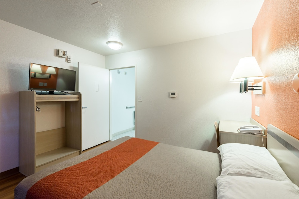 Room, Motel 6 Reno, NV - West