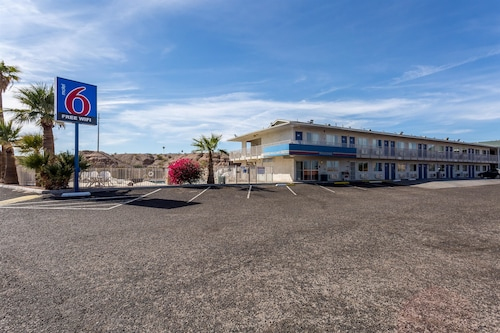 Cheap Hotels in Bullhead City - Find $33 Hotel Deals