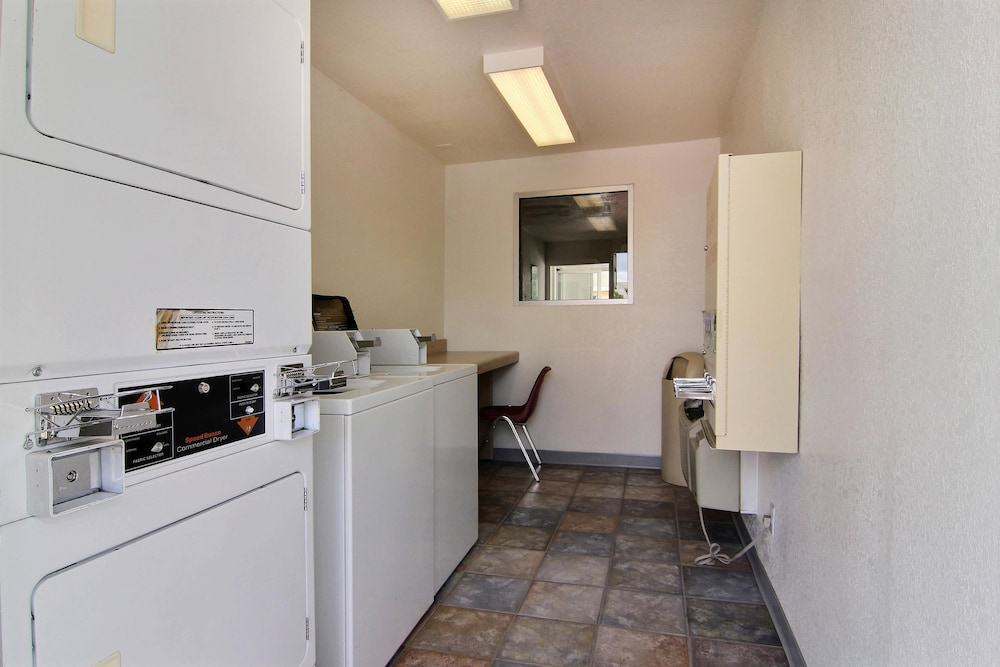 Laundry Room, Motel 6 Gallup, NM