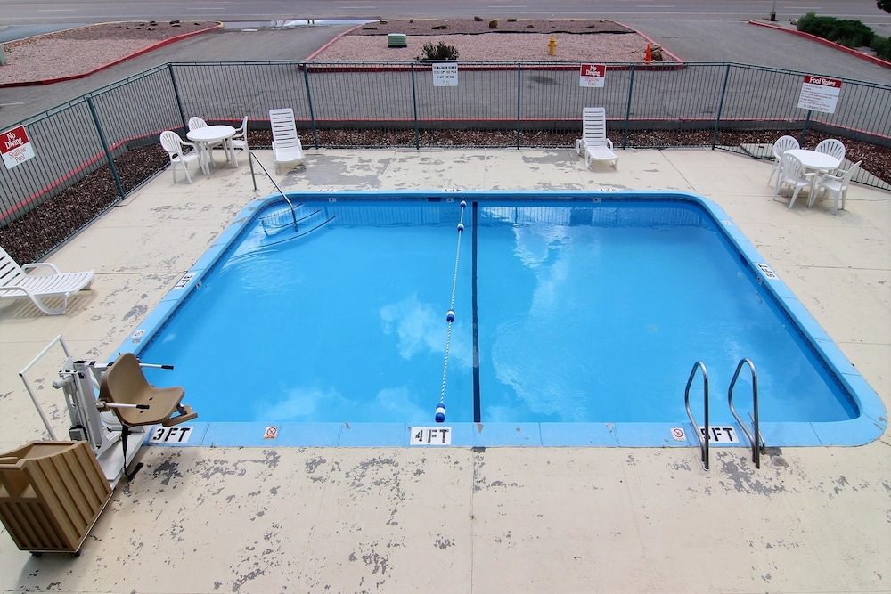 Pool, Motel 6 Gallup, NM