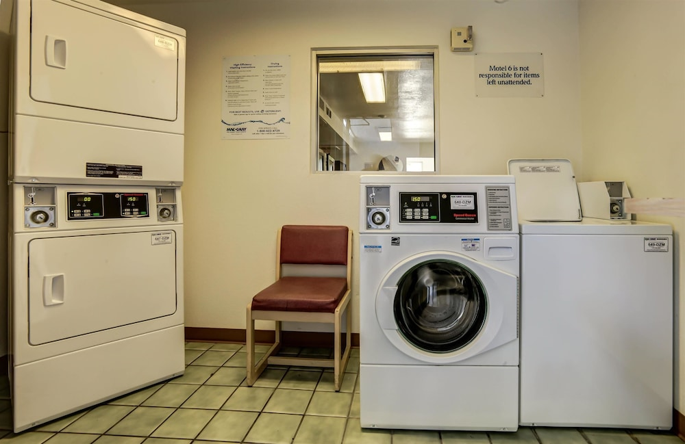 Laundry Room, Motel 6 Grants Pass, OR