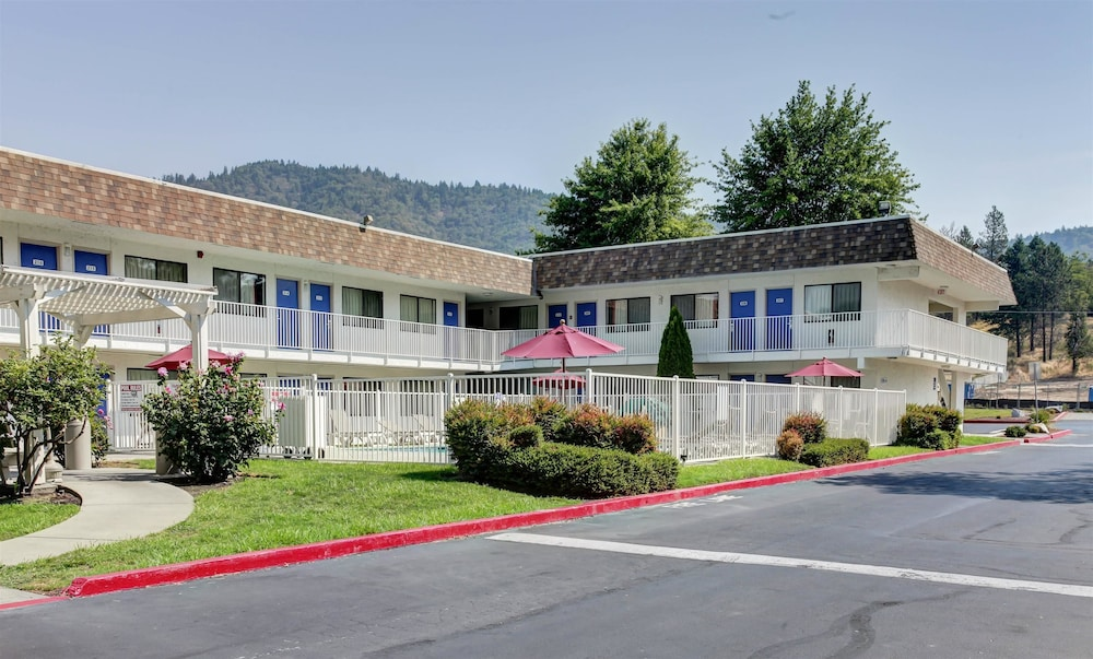Featured Image, Motel 6 Grants Pass, OR