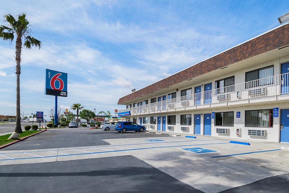 Front of Property, Motel 6 Lost Hills, CA