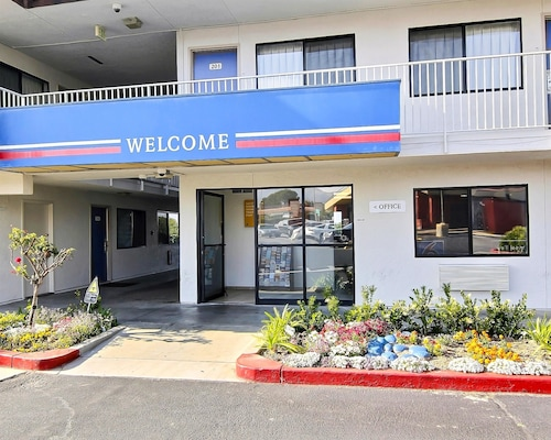 Great Place to stay Motel 6 Palmdale near Palmdale