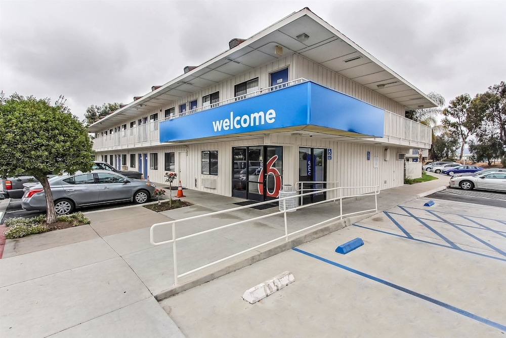 Front of Property, Motel 6 Salinas, CA - South - Monterey Area