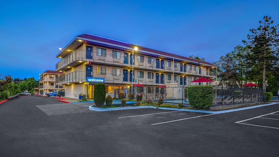 Motel 6 Kirkland, WA - North Kirkland