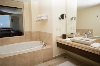 Family Suite - Jetted Tub