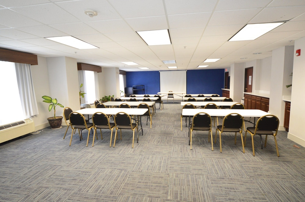 Meeting Facility, Holiday Inn Express Toledo-Oregon, an IHG Hotel