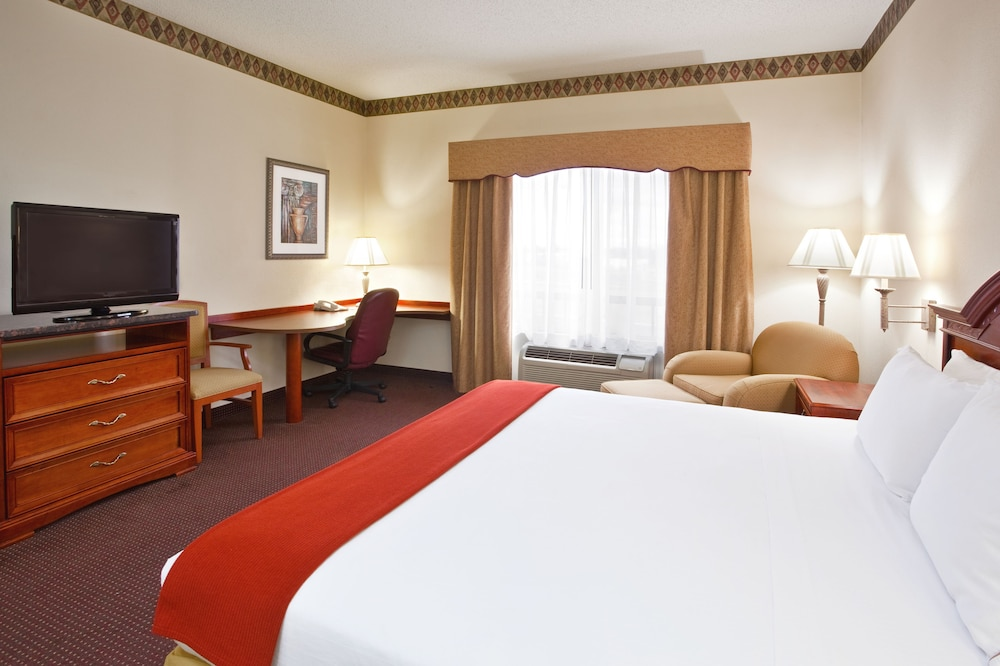 Room, Holiday Inn Express Toledo-Oregon, an IHG Hotel
