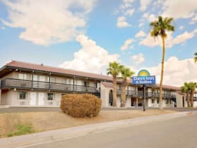 Days Inn & Suites by Wyndham Needles