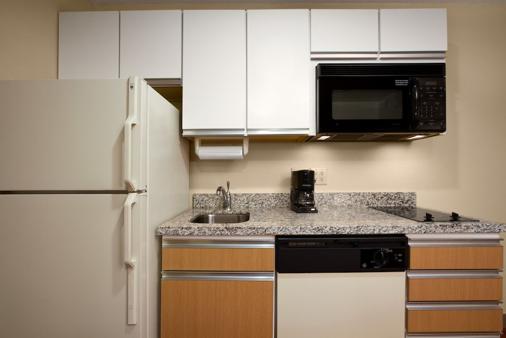 Private Kitchenette, MainStay Suites Detroit Auburn Hills