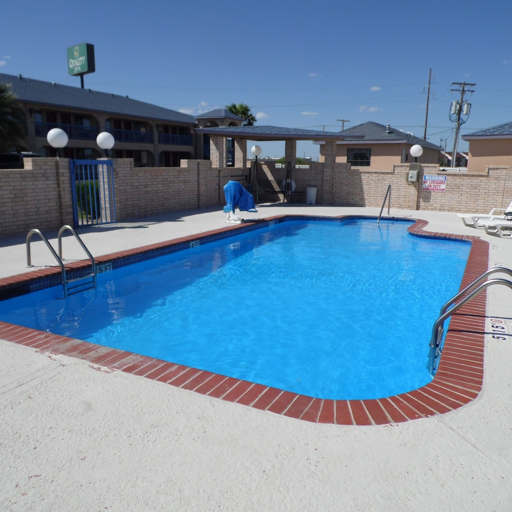 Outdoor Pool, Quality Inn Fort Stockton