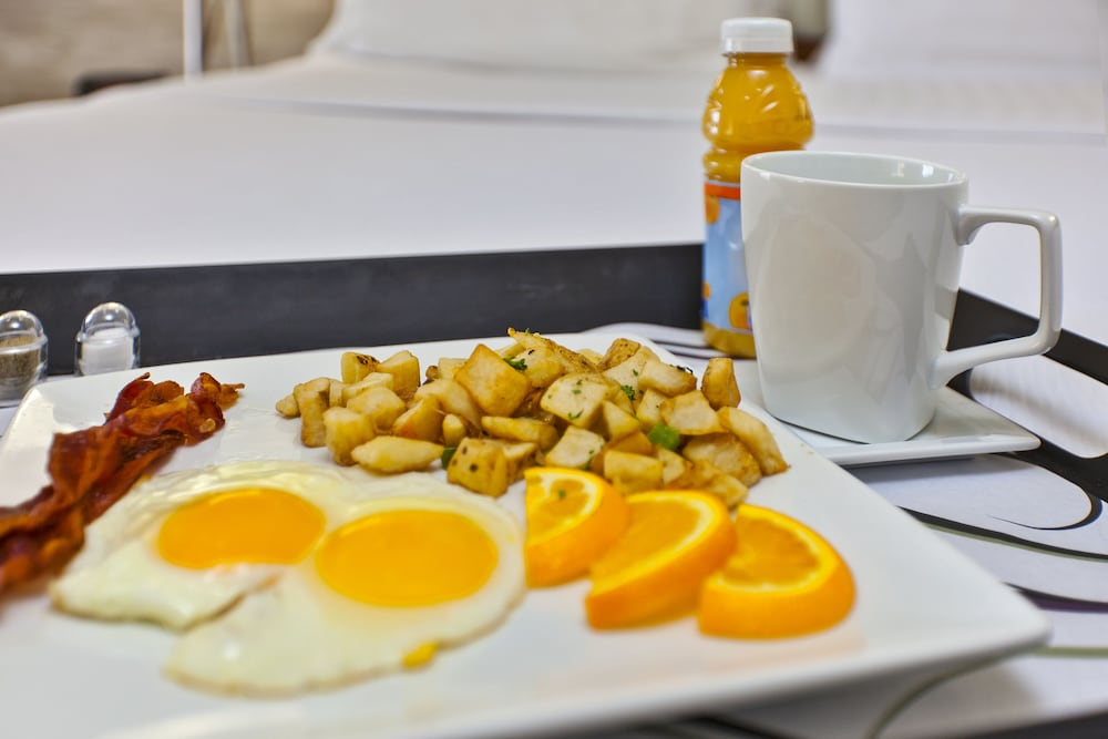 Breakfast Meal, Holiday Inn Hotel & Suites Bolingbrook