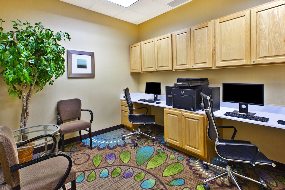 Business Center, Holiday Inn Hotel & Suites Bolingbrook