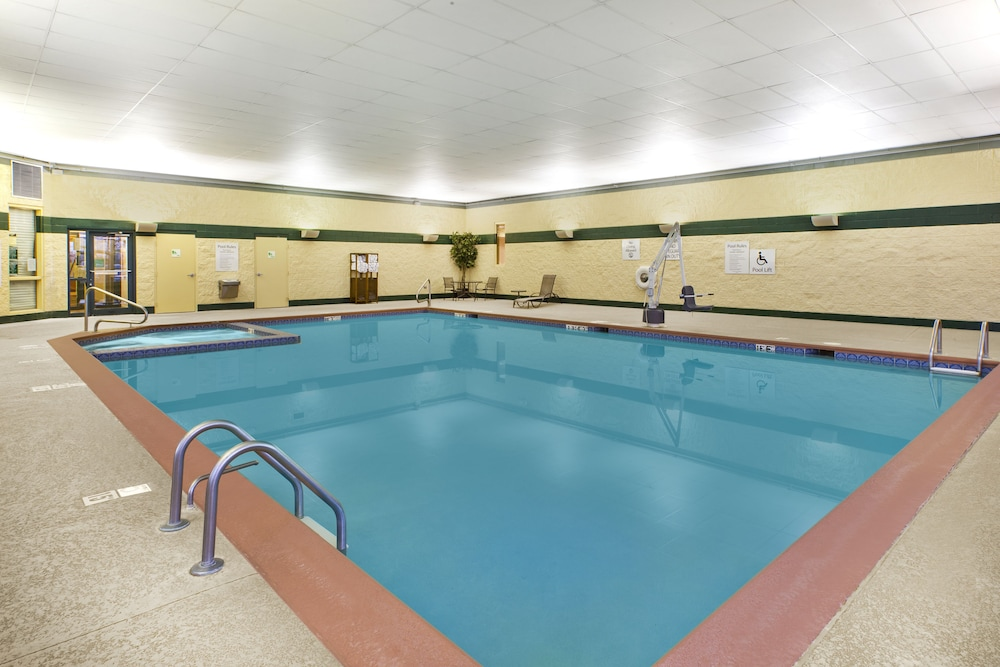 Pool, Holiday Inn Hotel & Suites Bolingbrook