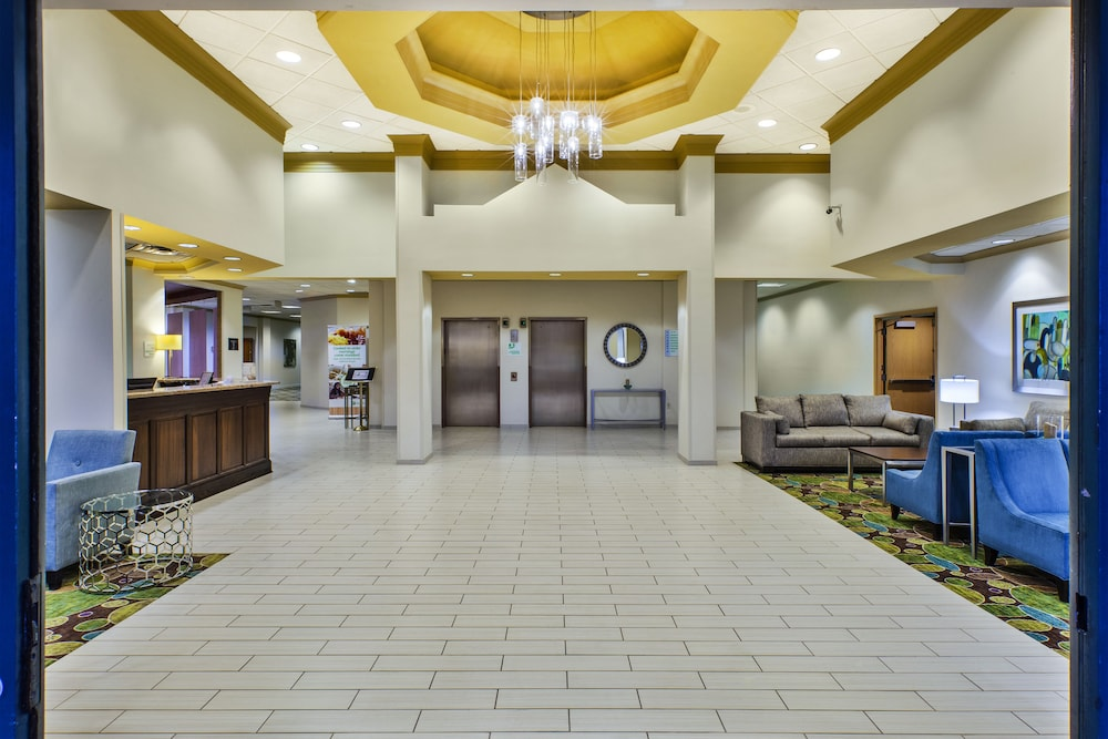 Lobby, Holiday Inn Hotel & Suites Bolingbrook