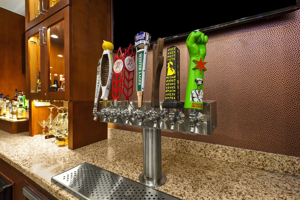 Bar, Holiday Inn Hotel & Suites Bolingbrook