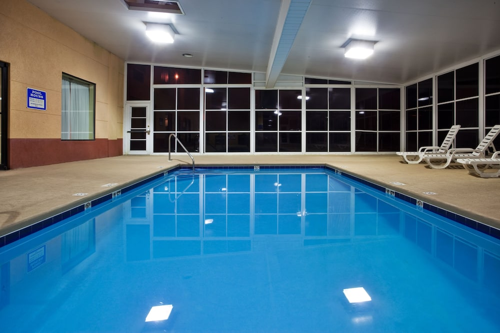Pool, Holiday Inn Express & Suites Hiawassee, an IHG Hotel
