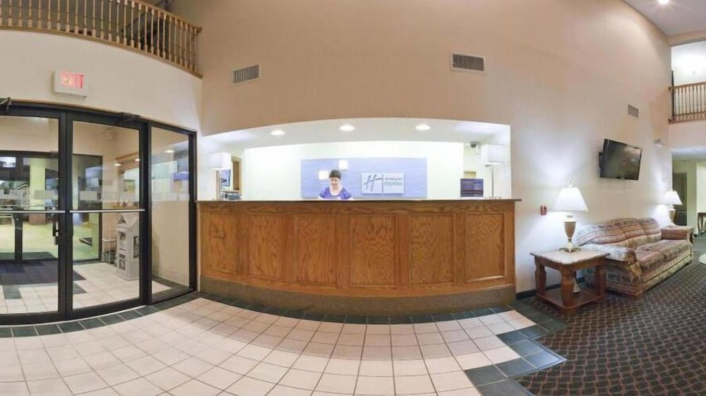 Reception, Holiday Inn Express & Suites Hiawassee, an IHG Hotel