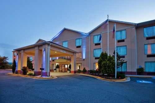 Holiday Inn Express & Suites Hiawassee, an IHG Hotel