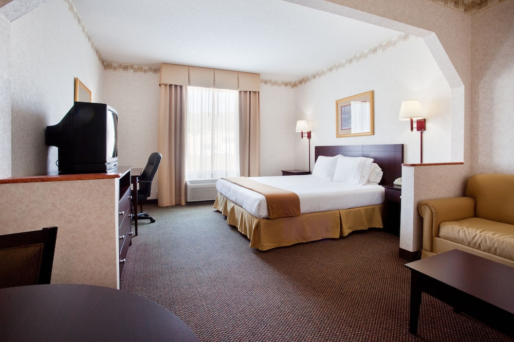 Room, Holiday Inn Express & Suites Hiawassee, an IHG Hotel