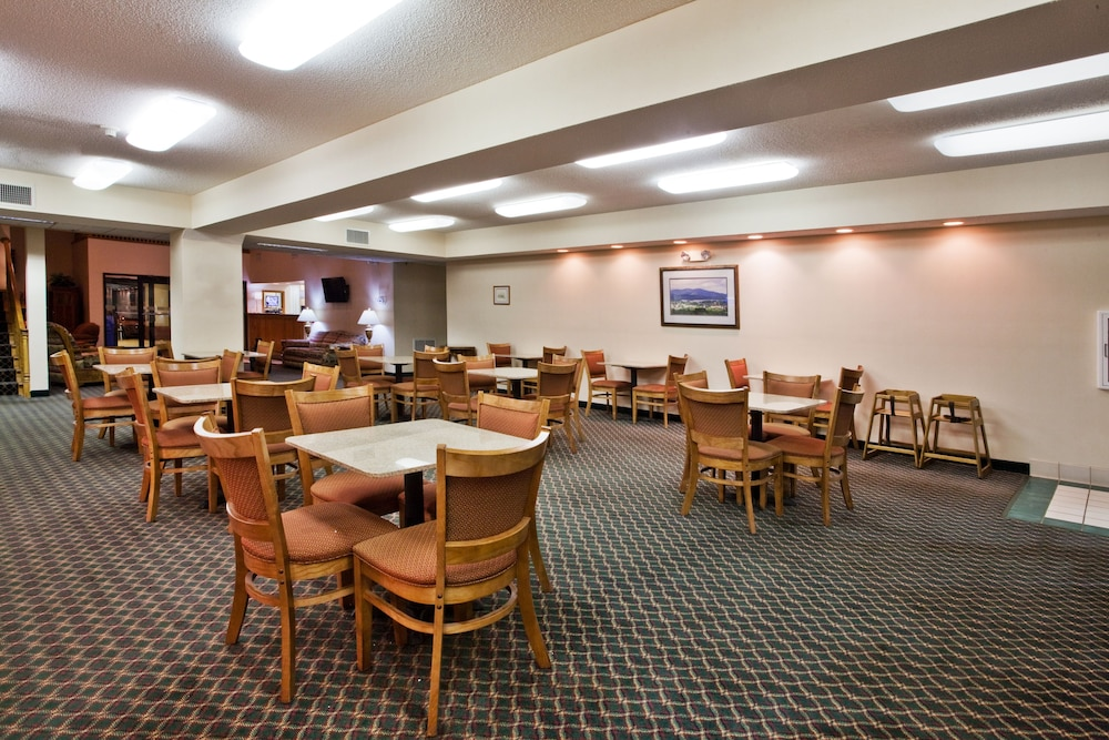 Breakfast Meal, Holiday Inn Express & Suites Hiawassee, an IHG Hotel