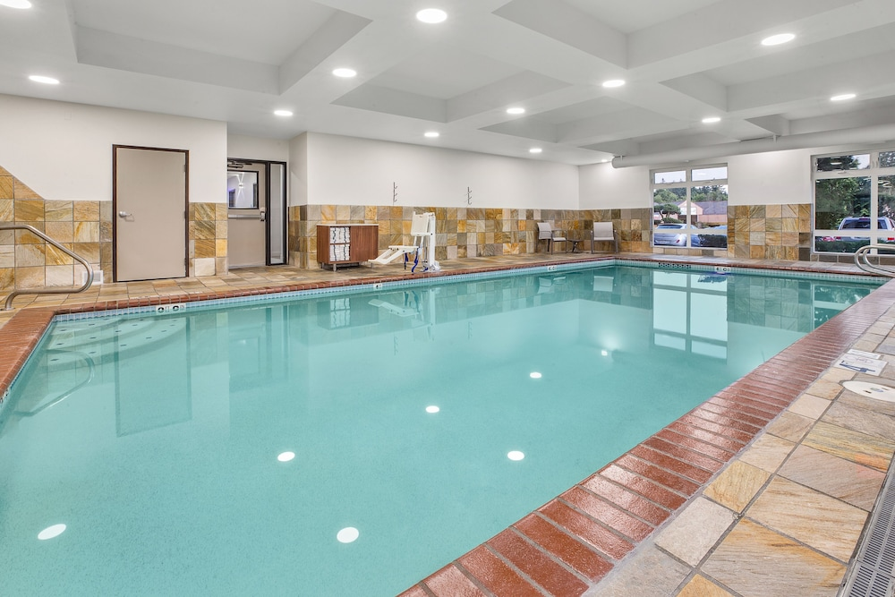Indoor Pool, Holiday Inn Express & Suites Tacoma