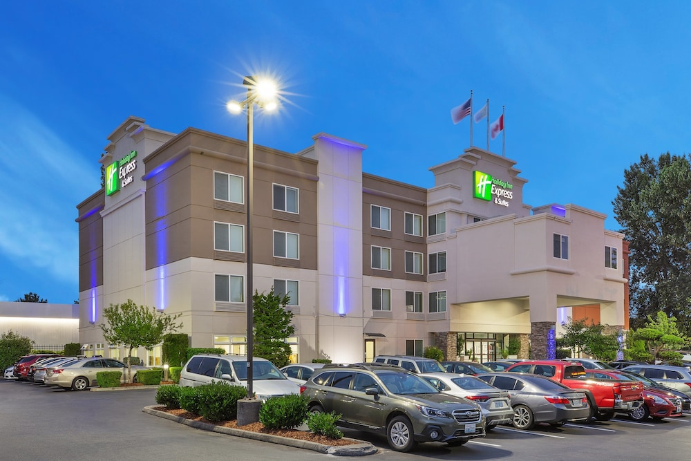 Exterior, Holiday Inn Express & Suites Tacoma