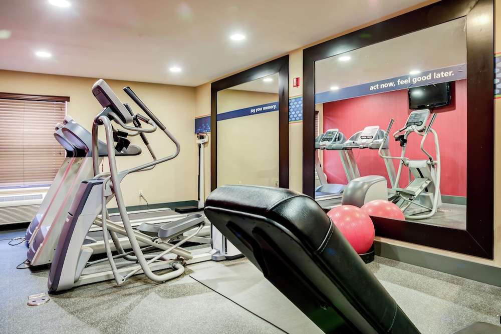 Fitness Facility, Hampton Inn St Joseph