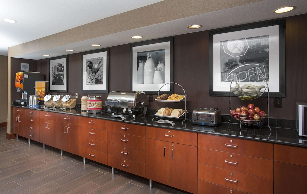 Breakfast Area, Hampton Inn St Joseph